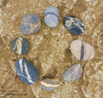 Circle of veined pebbles.